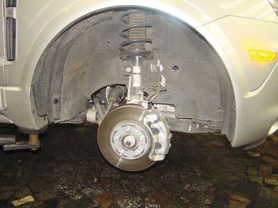 A suspensão é semelhante a do Vectra, mas com peças mais robustas