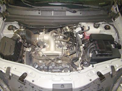 O cofre do motor é totalmente preenchido: pouco espaço para trabalhar