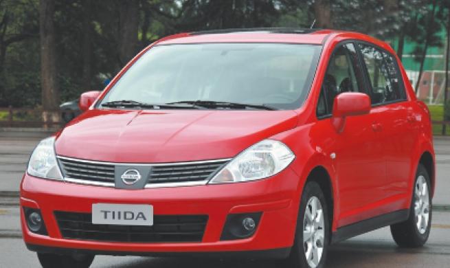 Nissan Tiida 1.8 SL Flex Fuel é 'virado do avesso'
