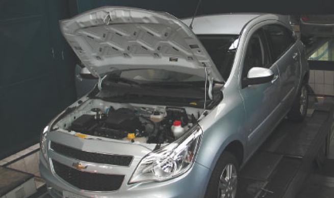 Na oficina, Chevrolet Agile é avaliado