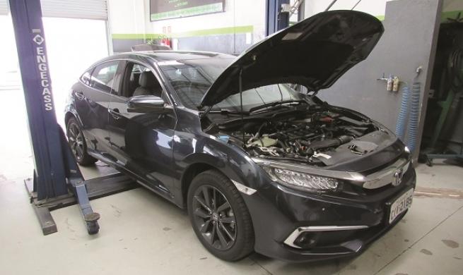 Honda Civic Touring entrega suspensão mais macia  e confirma boa reparabilidade como seu ponto forte