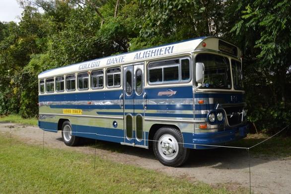 Ônibus escolar também é cultura, o colégio Dante Alighiere foi restaurado e hoje é orgulho da instituição