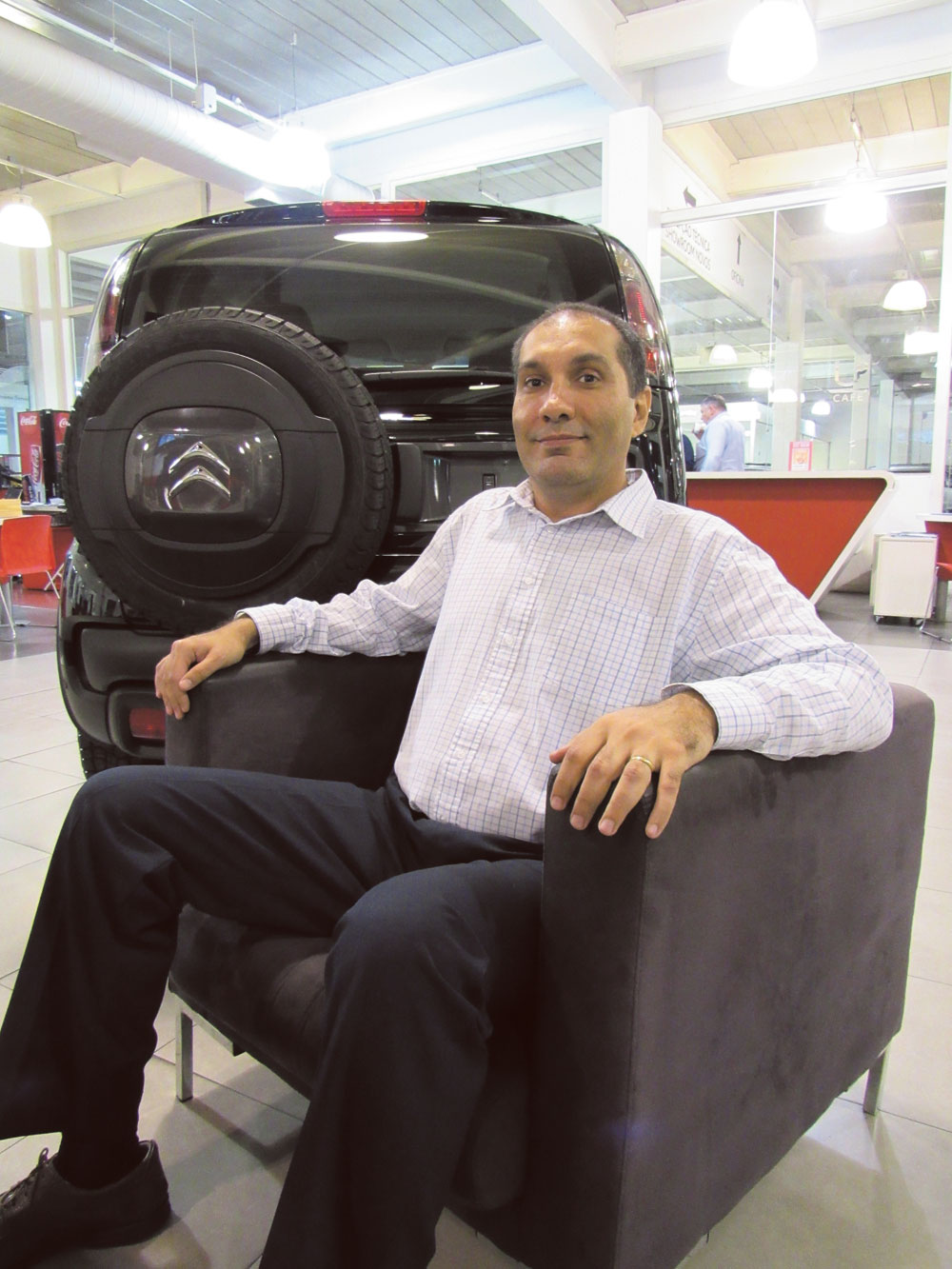 """""""Todas as concessionárias das marcas Peugeot e Citroën devem ter um técnico formado pela fábrica para auxiliar os reparadores independentes com suas dúvidas. O reparador precisa saber que vale a pena comprar uma peça genuína e que ele terá garantia sobre aquele produto"""", afirma Marcio Lima"""