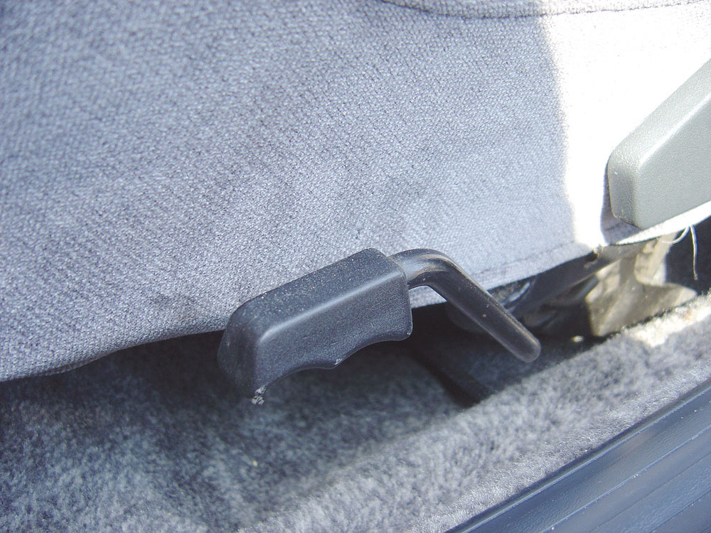 Discreta alavanca na lateral do banco do motorista servia para regular a altura do assento