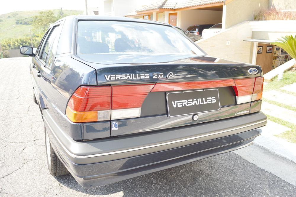 A traseira de fato era a parte mais chamativa do modelo, lembrando um veículo importado