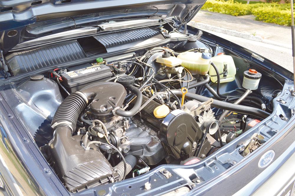 Versátil motor AP 2000 alimentado a etanol e carburado fazia o sedã executivo ir a mais de 170 km/h