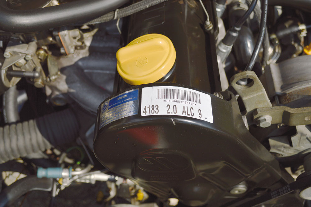 Originalidade desse Versailles é evidente na etiqueta de produção com o código de barras e a descrição do tipo de motor