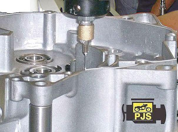 Procedimento de fábrica, aplicação de junta líquida na carcaça