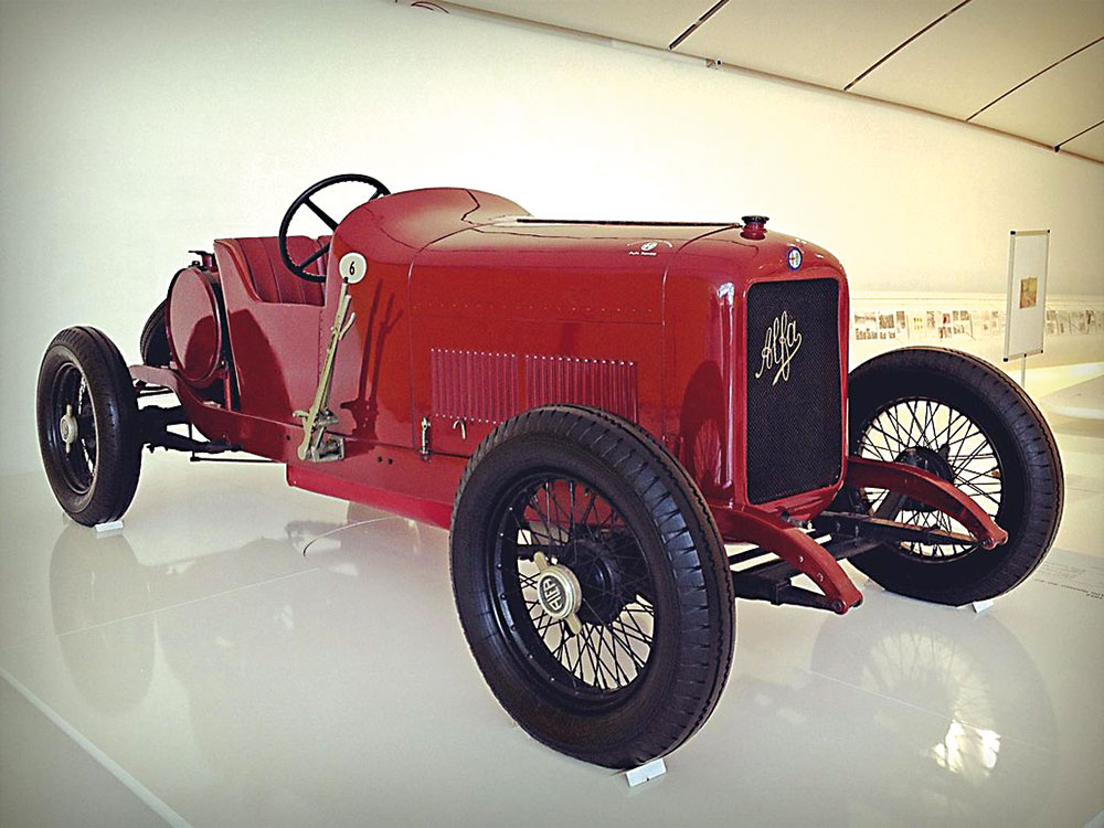 Na Europa, desde o início havia automóveis próprios para competição