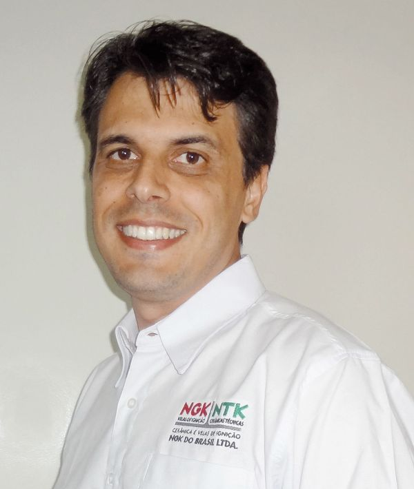 """Marcos Mosso: """"A característica da NGK é sempre apresentar bastante informação técnica para o reparador. Se alguém for pesquisar sobre a vela aquecedora, por exemplo, aqui no Brasil quase não se tem informação. Boa parte dos reparadores não sabe nem qual é a função dela""""."""