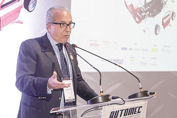 """""""O mercado de reposição, esse ano, vai revigorar as forças do setor automotivo. São 41,5 milhões de carros atualmente e, se não comprarmos carros novos, vamos ter de consertar esses carros"""" Paulo Butori, presidente do Sindipeças"""