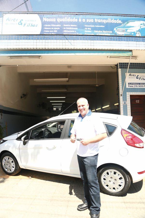 Entrega do New Fiesta zero quilometros na cidade de Santos, onde Ricardo Cramer dos Santos é sócio da oficina Aires & Filhos, fundada pelo seu pai