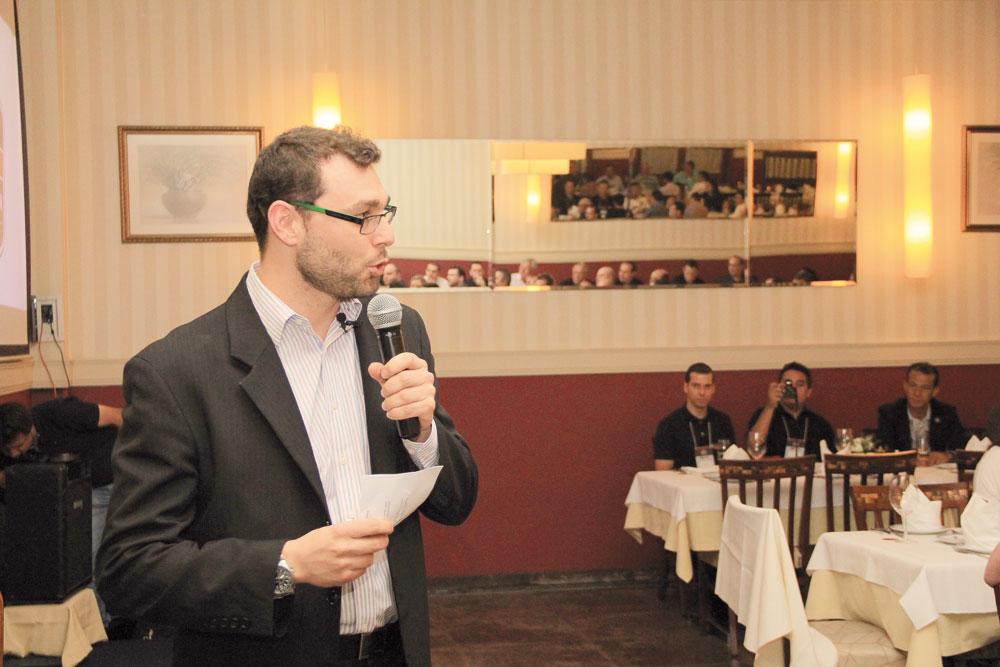 Rodolfo Possuelo no discurso de abertura, no Jardineira Grill
