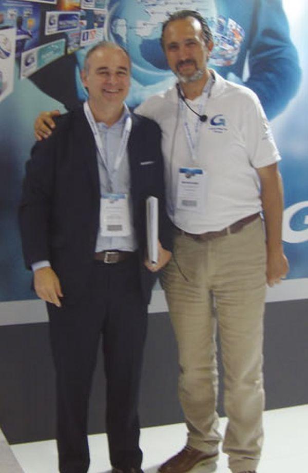 Luiz Sergio Alvarenga (Sindirepa Nacional) e Simone Guidi (Grupauto) responsável pelo marketing da rede Punto Pro na Itália