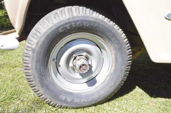 As rodas aro 16 tinham um desenho simples, mas fácil de mantê-las limpas depois de percorrer lamaçais