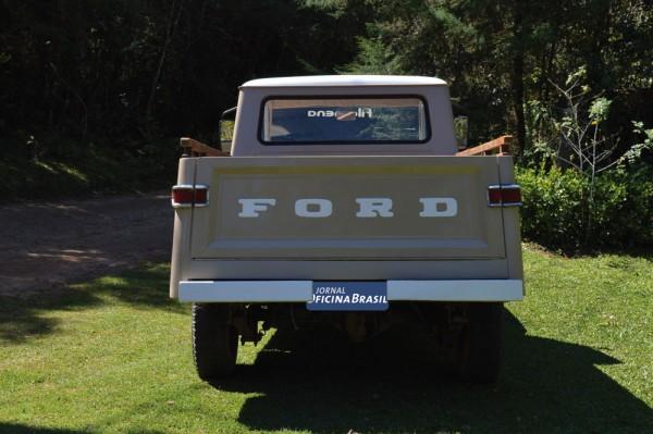 Antes grafado Jeep, a Ford, dona da Willys, tratou de assinar seu nome na tampa da caçamba