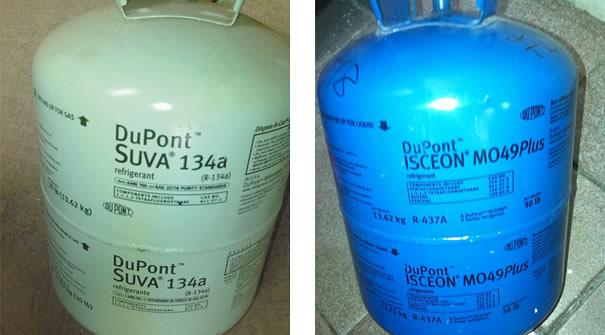 (esquerda) Cilindro de fluido refrigerante mais utilizado, R-134a / (direita) Cilindro de fluido refrigerante R-437a <MO49Plus> para substituir o R-12 em alguns veículos antigos, fabricados antes de 1995 no Brasil