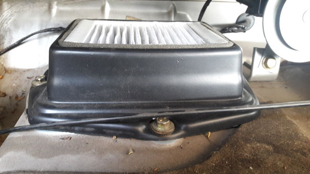Foto VW Santana com sistema de filtro de cabine adaptado