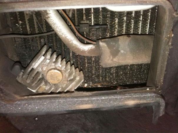 Foto de um evaporador sujo da Volvo