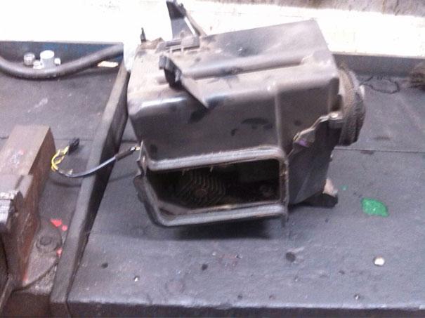 Foto da caixa evaporadora da Volvo desmontada