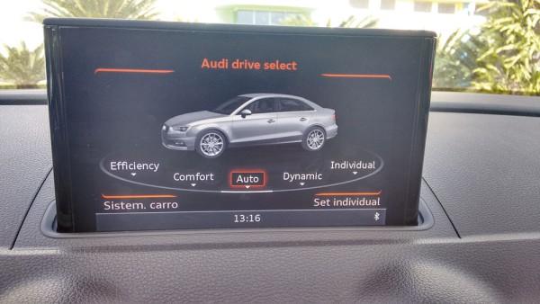 """Tela multimídia 7"""" indicando opções para modo de condução"""