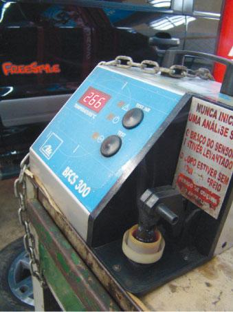 Ter uma máquina de testes de fluído de freio é venda de serviço garantida, comenta o gerente do Grupo Sahara, Aleksandro Viana