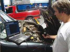 Com o equipamento de video-endoscopia, foi possível encontrar um vaazamento interno de óleo, através do retentor da guia de válvulas