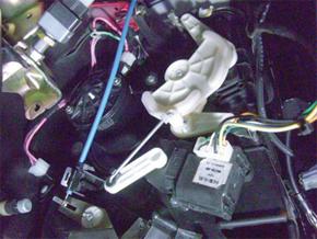 Acionamento do fluxo de ar, ar quente e resistor da ventilação ao lado do pedal do acelerador