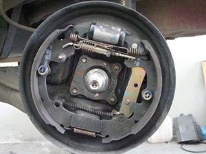 Cilindro de roda em início de vazamento