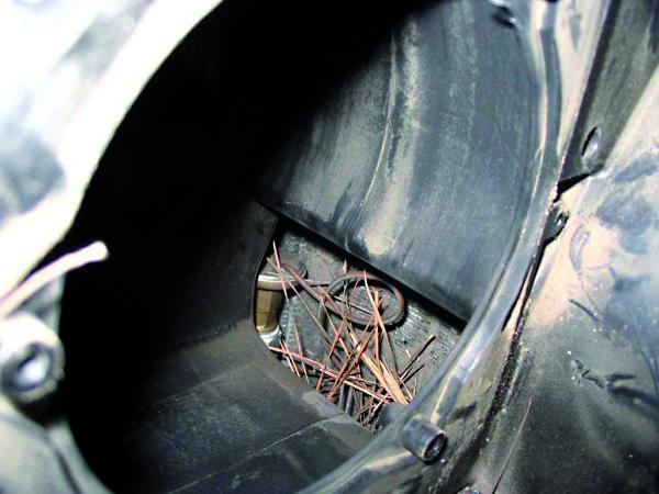 Caixa de ventilação UNO, sem filtro antipólen, evaporador saturado de sujeira