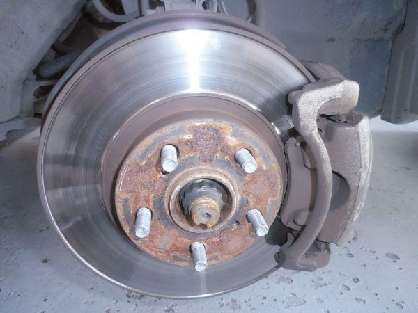 Disco de freio dianteiro com furo 8 mm para sacar o disco