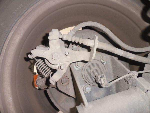 Mecanismo do freio de mão e sensor do ABS