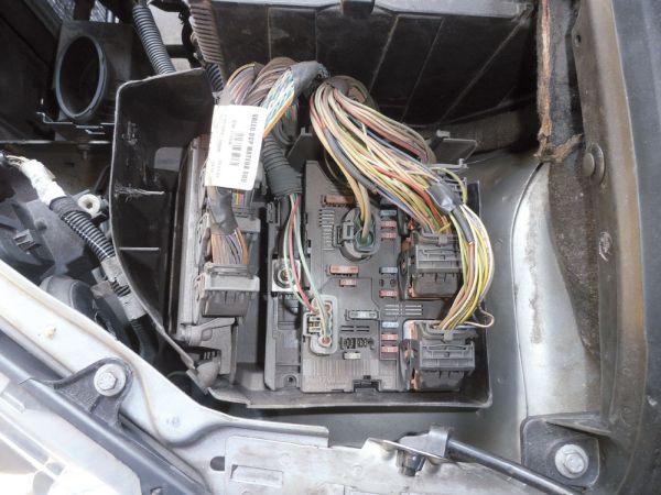 Módulo BSI fica alojado do lado esquerdo do cofre do motor