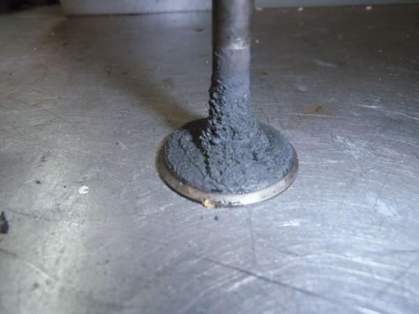 Válvula carbonizada
