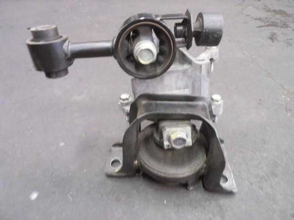 Coxim hidráulico do motor, lado direito. (com tirante montado)