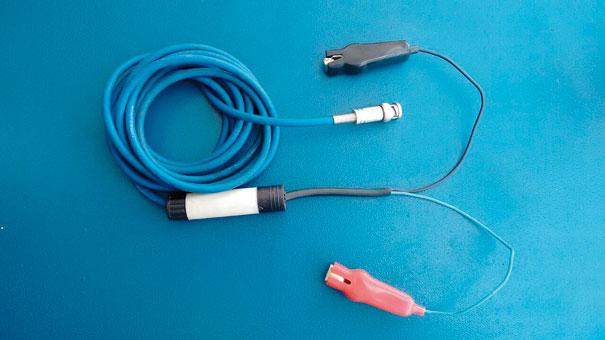 Sonda para testes de compressão relativa nos bornes da bateria