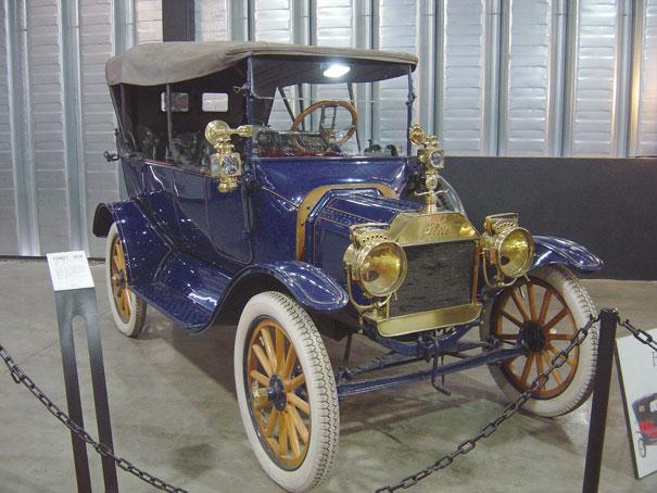 Ford T 1914, o segundo carro mais antigo da coleção