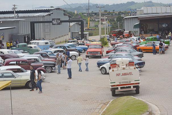 Em dias de evento o local fica repleto de carros clássicos e raros, o que torna o Box 54 um espaço ideal para os amantes do antigomobilismo