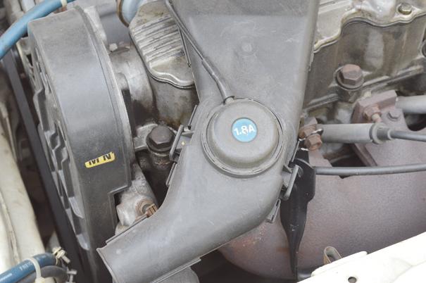 O discreto adesivo 1.8A, indicativo de um motor a álcool de 96 cv que fez a fama do Chevrolet Monza