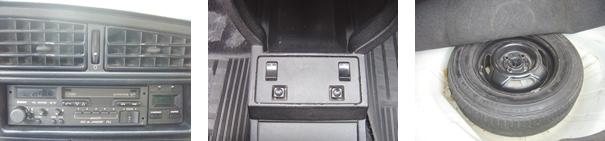 Rádio Rio de Janeiro PLL de 50 W e relógio digital com caracteres verdes / No console, comandos dos vidros elétricos e retrovisores, itens que conquistavam os consumidores /  O estepe ainda é original Firestone 185/70 R13, porém a roda é de ferro e não em liga leve