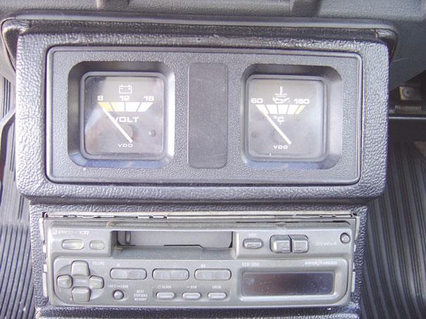Console central era o mesmo do Passat Pointer, com voltímetro e marcador de temperatura do óleo