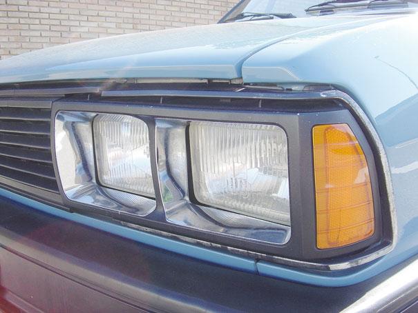 Os quatro faróis retangulares surgiram em 1983 e acompanharam o Passat até o fim de produção em 1988