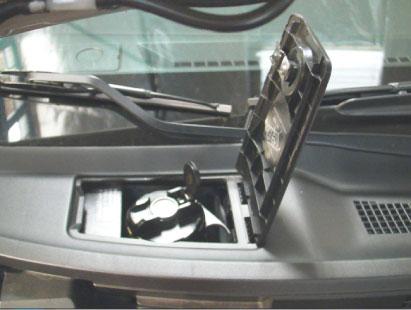 Acesso ao tanquinho: para abastecer com gasolina não é preciso  abrir o capô