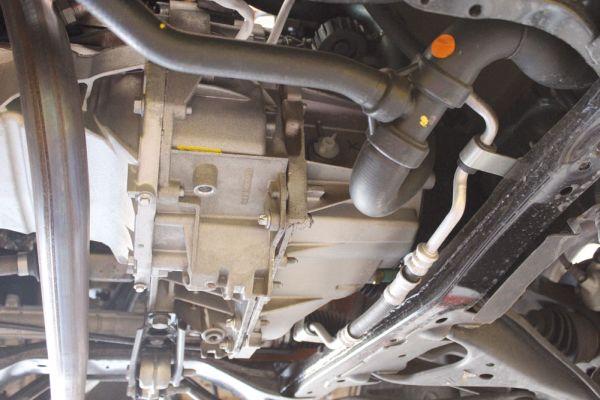 Troca de embreagem e manutenção no câmbio com acesso amplo e facilitado