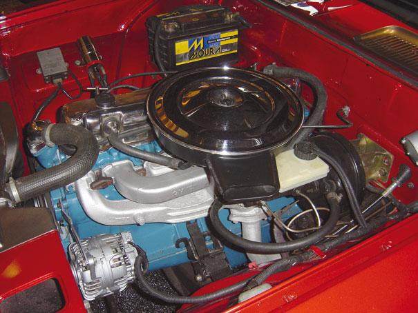 Motor 4100 de seis cilindros foi todo revisado e ainda hoje esbanja força mesmo sem nenhum tipo de preparação