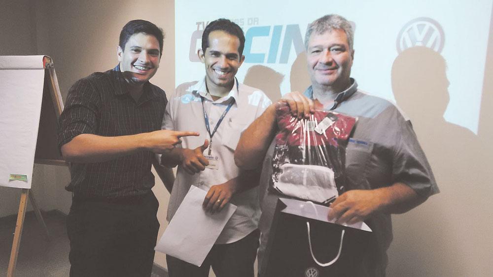 Renato Tocantins (consultor de Vendas de Peças Externas), Henrique Lopes (supervisor de peças e acessórios) e Nelson da Costa Barreto (reparador da Excellence Service), da Concessionária Recreio, no RJ