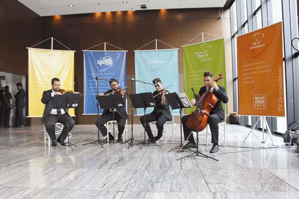 Um quarteto de cordas abrilhantou a confraternização