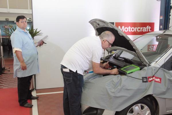 O reparador de Santos só conseguiu solucionar o problema do Ford Fiesta Rocam a menos de 8 minutos para o encerramento da prova. Haja coração!