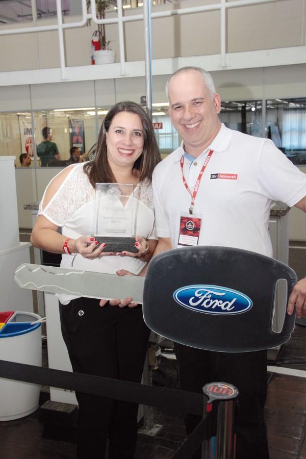 Ricardo e a esposa Patrícia comemoram o New Fiesta 0 km