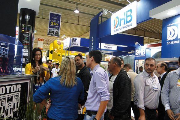 Representantes de empresas nacionais e internacionais apresentam seus produtos e serviços aos visitantes
